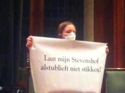 Stefanie Hof zwijgend
